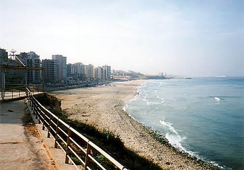 01 地中海に面するベイルートの街